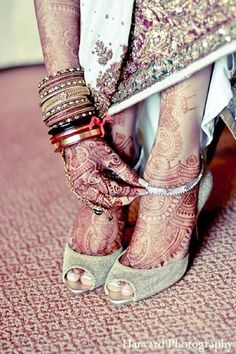 Itasca, IL Indian Wedding by Harvard Photography Pictures Indian Attire, Indian Outfits, Harvard Photography, Before Wedding, Wedding Prep, Bridal Shoes, Bridal Footwear, Mehndi Ceremony, Foot Henna