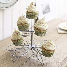 Display cupcakes with this cute cupcake stand #baking