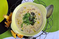 Simppeli sienikeitto Cheeseburger Chowder, Hummus, Smoothies, Recipies, Food And Drink, Eat, Ethnic Recipes, Soups, Smoothie