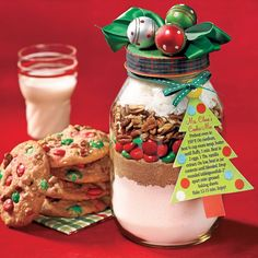 From our Celebrate! winter issue: Print the labels for our Mrs. Claus's Cookie Mix