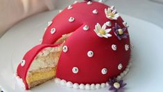 Foto: Tone G. Johannesen / NRK Easter Recipes, Let Them Eat Cake, I Love Food, Amazing Cakes, Gingerbread Cookies, Nom Nom, Cake Recipes, Food And Drink, Candy