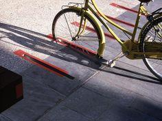 #parking #bycicle _ 왜 이런 생각을 못했을까 .. 비가오면 물이 고일수 있어서?