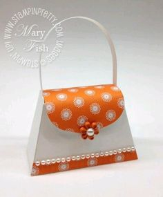 Stampin up big shot die cutting machine petite purse bigz xl die punch idea… Petite Purses, Paper Purse, Paper Gift Box, Gift Boxes, Envelope Punch Board, Craft Bags, Hobbies And Crafts, Small Gifts, Paper Dolls