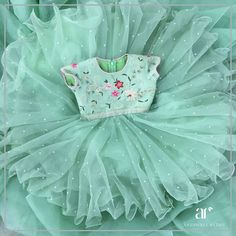 Dress green classy 18 Ideas for 2019 Baby Girl Frocks, Baby Girl Party Dresses, Frocks For Girls, Dresses Kids Girl, Girl Outfits, Kids Dress Wear, Kids Gown, Gowns For Kids, Kids Wear