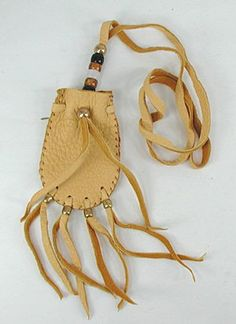 Authentic Native American Lakota deerskin medicine bag Native American Medicine Bag, Native American Clothing, Diy Leather Medicine Bag, Native Indian Jewelry, Leather Pouch, Leather Bags, Deer Skin, Beaded Bags, Stitching Leather