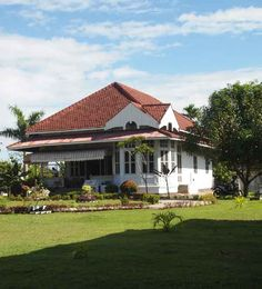 rumah Bung Karno Dutch Colonial Homes, Indonesian Art, Dutch East Indies, Tropical Houses, Traditional House, The Expanse, My Dream Home, Sweet Home, House Design