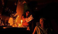 Era una de esas noches de novela brasileña, y en la sala todos esperando a que se oyera el tema musical que indicaba el inicio de la trama.