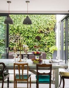 Give an open plan room plenty of character with an interesting mix of eclectic furniture. An urban court yard and generous dining area become one thanks to ingenious bi folding doors