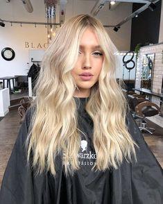 Buttery Blonde // ig: Hair 9 Best Fall Hair Trends That Will Inspire Your Next Look Blonde Hair Looks, Brown Blonde Hair, Blonde Wig, Blonde Balayage, Beachy Blonde Hair, Black Hair, Bright Blonde Hair, Dying Hair Blonde, Medium Blonde