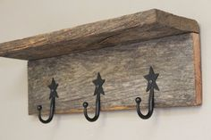 Rugged Western Barnwood Shelf with Iron Star Hooks - Decorative Wall Pie. Rugged Western Barnwood Shelf with Iron Star Hooks - Decorative Wall Piece Source by beckiandco. Barn Wood Crafts, Barn Wood Projects, Reclaimed Wood Projects, Pallet Projects, Western Decor, Rustic Decor, Rustic Wood, Handmade Home Decor, Diy Home Decor