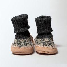 http://www.latelierscandinave.com/shop/398-thickbox/chausson-chaussette-grise-enfant.jpg