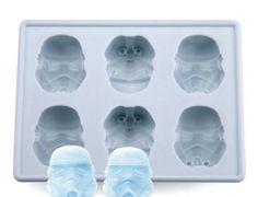 The Ultimate Gift Idea / also perfect for Star Wars-Themed parties! Star Wars Form Trays.. These can go in the oven, microwave, freezer, etc. which means endless possibilities (baked goods, ice cubes, chocolates). This is not only a cool gift to give, you can also make cool gifts from them (DIY gifts = your gift giving solution for the foreseeable future)!