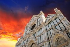 Can you believe the beauty of this colors? Santa Croce's Basilica in all its glory!   Questo tramonto su #SantaCroce è da non credere!   #mabellefirenze #mabelle #firenze #florence #church #chiesa #sunset #sky #tramonto #colors #beauty #travel #inspiration #residenzasassetti #residenzagambrinus #residence #bandb #hotel #rental #apartment #rooms #holiday #italy