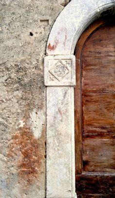 ancient door flower detail in Santo Stefano di Sessanio (Abruzzo, Italy)