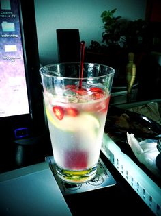 Suco de Limão com Pimenta/  Refreshing sparkling water, lemon pepper juice