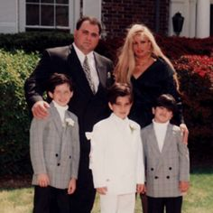 One of their last family pic's together, Victoria Gotti & hub Carmine Agnello with boys