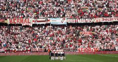 @River las gallinas en el estadio Monumental de Nuñez #9ine Soccer, Hens, Champs, Futbol, European Football, European Soccer, Football, Soccer Ball