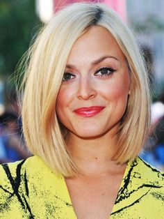long bob: Fearne Cotton sleek blonde bob