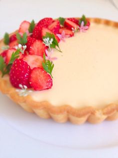 プリンタルト Fancy Desserts, Sweet Desserts, Sweets Recipes, Cake Recipes, Japanese Pastries, Digestive Biscuits, Macaron Recipe, Strawberry Cakes, Sweet Cakes