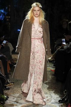 See the complete Luisa Beccaria Fall 2017 Ready-to-Wear collection.