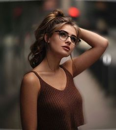 Beautiful hairstyles for women with glasses for 2019 Hair is one of the most beautiful natural jewelry for women With a beautiful decorative style to maintain it, you can look more gorgeous is part of Photography poses - Portrait Photography Poses, Photography Poses Women, Portrait Poses, Female Portrait, Photography Ideas, Teenage Girl Photography, Photography Filters, Grunge Photography, Exposure Photography