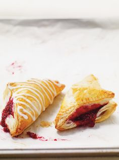 Ricardo Cuisine helps you find a dessert recipe for chocolate donuts, turnovers or Mille Feuille. Turnover Recipes, Raspberry Recipes, Fruit Recipes, Orange Zest Cake, Tooth Cake, Dessert Aux Fruits, Hand Pies, Pastry Recipes, Pastries