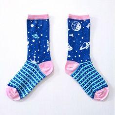飛向宇宙,浩瀚無垠,尋找外星人 / 粉嫩少女情懷 / 夢想巨人系列襪 NT$250