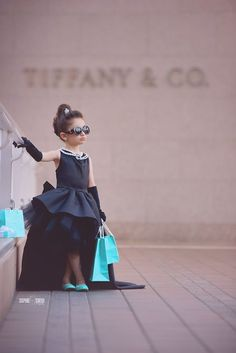 Breakfast at Tiffanys inspired photography session for little girl in San Diego CA Audrey Hepburn inspired birthday photo Audrey Hepburn Inspired, Audrey Hepburn Style, Kids Fashion Photography, Children Photography, Little Girl Photography, Halloween Kostüm, Halloween Costumes, Breakfast At Tiffanys Party Ideas, Little Girl Photos