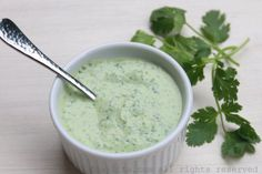 Quick recipe for a homemade cilantro jalapeño yogurt sauce or dip. This sauce can be used as a dip for veggies, crackers, chips, empanadas, and more. Healthy Diet Recipes, Healthy Treats, Cooking Recipes, Healthy Food, Salsa Picante, Spicy Salsa, Salsa Verde, Chipotle, Sauces