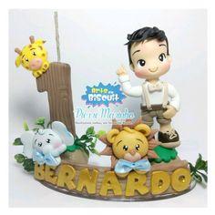 Topo de bolo personalizado de acordo com a criança. 9,5 cm de altura.