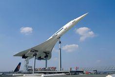 Tip na výlet: Auto & Technik Museum Sinsheim 1/8/2015 09:07:11  Příznivci sci-fi, majitelé i fanoušci veteránů, motorkáři, cyklisté či modeláři – ti všichni jsou zváni do spolkové země Baden-Württemberg v Německu do Auto & Technik Museum Sinsheim. Je nepřehlédnutelné už z velké dálky především díky dvěma letadlům Jet Concorde a jednoho Tupoleva 144. Všechny tři jsou návštěvníkům plně přístupné a výstup na jejich přes 30 metrů vysoké trupy je jedinečným zážitkem.