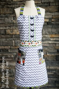 Halloween Apron tutorial using Costume Clubhouse fabric and Riley Blake Chevron