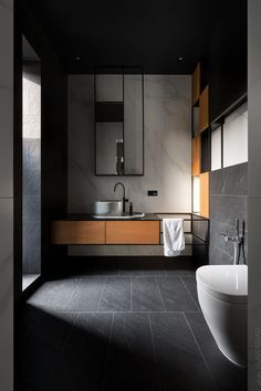 Modern bathroom trends favour light colour schemes, with whites, greys and natural wood tones being the main shades used. Eco Bathroom, Bathroom Trends, Small Bathroom, Tropical Bathroom, Bathroom Goals, Industrial Bathroom, Dream Bathrooms, Bad Inspiration, Bathroom Inspiration