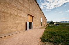 Herzog & de Meuron - rammed earth at Ricola Herb Centre, Laufen, Switzerland Natural Building, Green Building, Basel, Contemporary Architecture, Landscape Architecture, Martin Rauch, Rammed Earth, Construction, Adobe