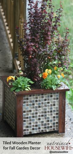 Tiled Wooden Planter DIY Garden Decor - Perfect outdoor project for an upscale looking container!