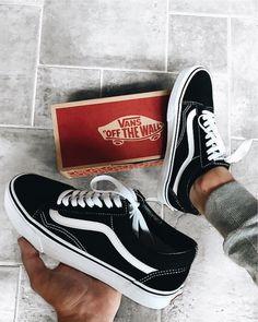 Vans old school sneakers Cute Vans, Cute Shoes, Me Too Shoes, Sock Shoes, Vans Shoes, Shoes Sneakers, Trendy Shoes, Casual Shoes, Tenis Vans