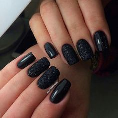 Black manicure perfect for . - beauty - Black manicure perfect for … - Black Nails With Glitter, Black Manicure, Black Nail Art, Black Nails Short, Black Gel Nails, Gel Manicure, Black Nail Designs, Nail Patterns, Super Nails