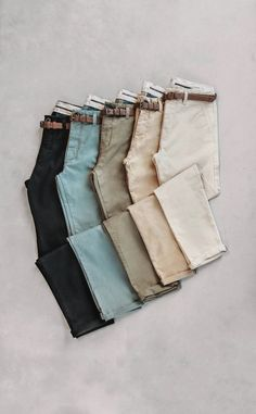 The men Chino, an all time Dstrezzed favorite. Men fashion flatlay The men Chino, an all time Dstrezzed favorite. Flat Lay Photography, Clothing Photography, Fashion Photography, Foto Fashion, Men Fashion, Fashion Flatlay, Foto Still, Clothing Store Displays, Estilo Denim