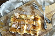 Every place in Greece has its own bougatsa and all are wonderful because their basic elements remain the same. Greek Desserts, Greek Recipes, Pie Recipes, Dessert Recipes, Cooking Recipes, Bougatsa Recipe, Filo Parcels, Greek Cookies, Greek Pastries