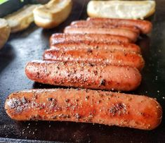 Hot Dog Recipes, Beef Recipes, Smoked Burgers, Cookout Side Dishes, Making Hot Dogs, Flat Top Grill, Griddle Recipes, Blackstone Griddle, Cooking Stone