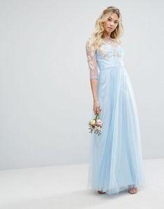 Vestido largo de encaje de primera calidad con diseño metalizado y falda de tul de Chi Chi London
