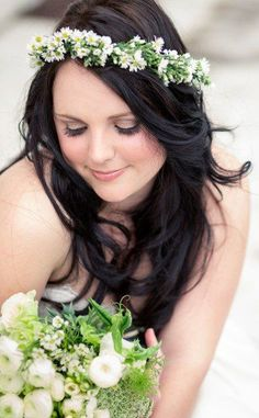 Glowing bride with flower hairpiece | Photographers: @Tasha Seccombe, Hair & Make-up: Anne-Mart