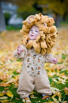 such a sweet lion costume! m for halloween? Holidays Halloween, Halloween Fun, Lion Halloween Costume, Cute Lion, Leo Lion, Lion Cub, Maquillage Halloween, Halloween Disfraces, Baby Costumes