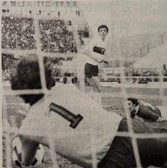 GENOA-PERUGIA 0-0 1977-78 diciottesima giornata di campionato parata del portiere del Genoa SERGIO GIRARDI