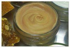 Κηραλοιφή με επουλωτικές ιδιότητες, 50 ml   Υλικά 10 γρ μελισσοκέρι κίτρινο 14 γρ αμυγδαλέλαιο 12 γρ λάδι καλέντουλας 10 γρ λάδι αλόης 4 γρ εκχύλισμα χαμομήλι 5 σταγόνες αιθέριο έλαιο λεβάντας...