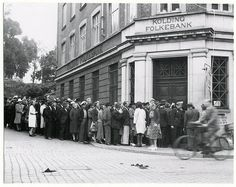 People outside a bank in Kolding, Denmark wait to exchange money following the nation's currency reform, 1945. https://twitter.com/NotableHistory/status/510223808179879937