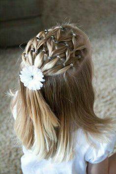 Vous cherchez une jolie coiffure facile et simple pour votre petite fille? Little Girl Hairstyles, Cute Hairstyles, Braided Hairstyles, Beautiful Hairstyles, Hairstyle Ideas, Hair Ideas, Fringe Hairstyle, Party Hairstyle, Toddler Hairstyles