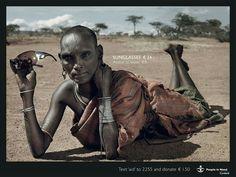 Un bolso de diseño que cuesta 32 euros comparado al precio del alimento semanal: 4 euros. Unas gafas de sol de 24 euros con el acceso al agua de 8 euros. Crema aftershave 35 euros y los materiales para una casa nueva 6.50 euros...  La campaña la campaña publicitaria realizada en 2007 por la ONG holandesa Cordaid Mensen in Nood (People in Need) invita a la reflexión acerca de las necesidades de las personas que vivimos en Occidente comparadas con las de una persona africana.