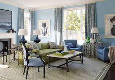 El azul es un color que une frescura y elegancia. Es la clave para crear un ambiente relajante, limpio y clásico. Vale la pena probarlo en el living! Miren!