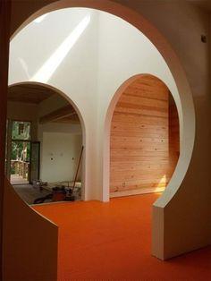 keyhole archway
